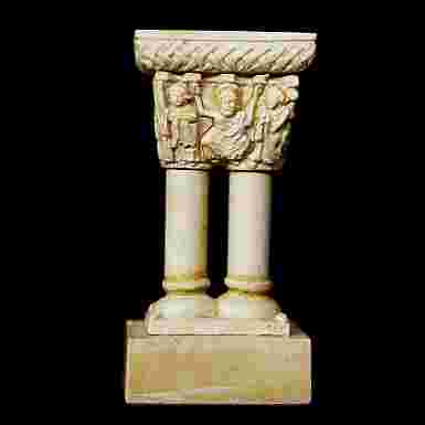 Capitel en miniatura del Cristo Triunfante (Palencia)