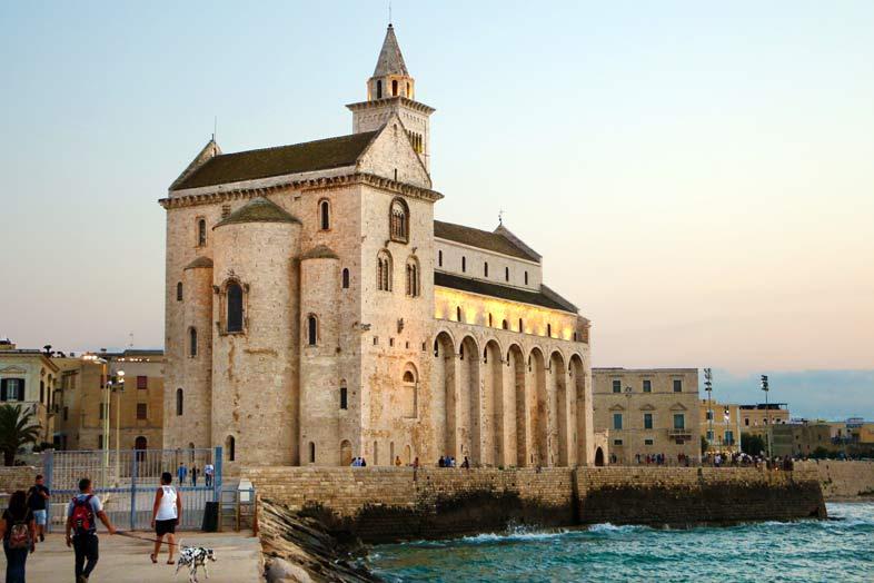Apulia. Tierra entre dos mares