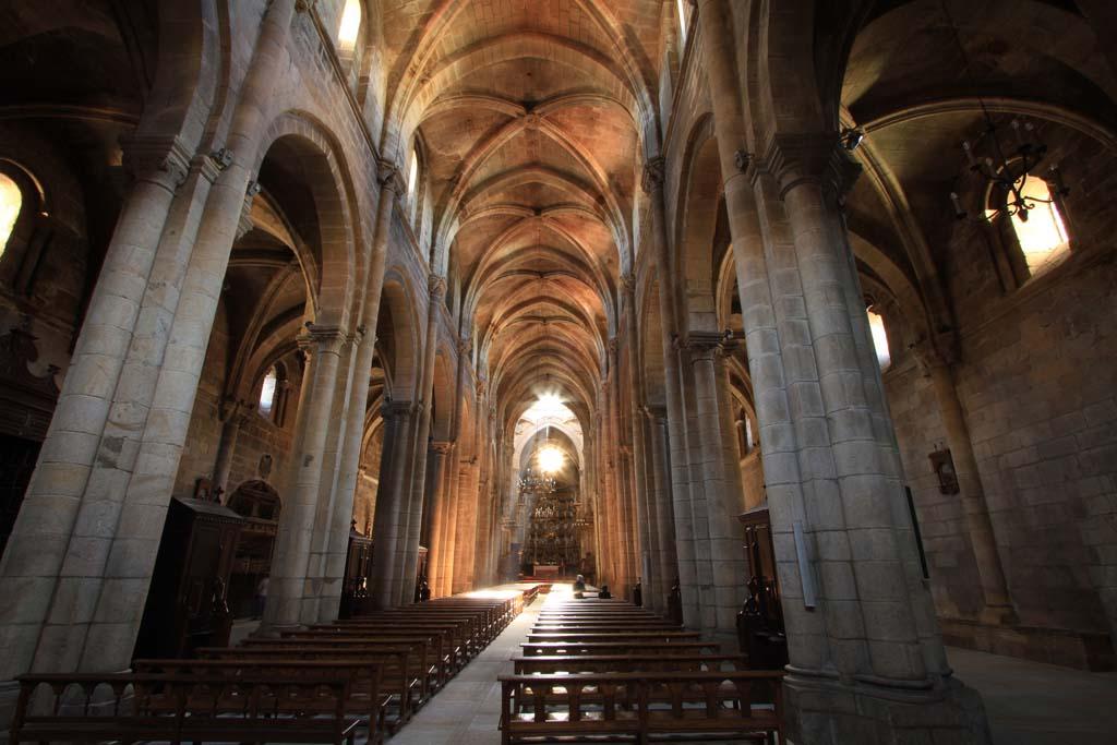 Monasterios de Galicia sur. De románico y albariño