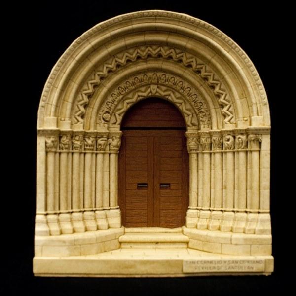 Portada de la Iglesia de Revilla de Santullán (Palencia)
